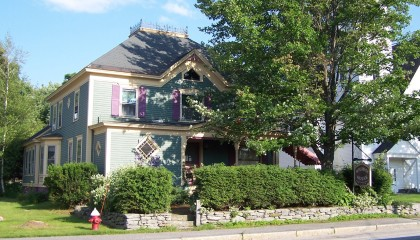 Austin's Holidae House-Maine Western Mountains Bed and Breakfast