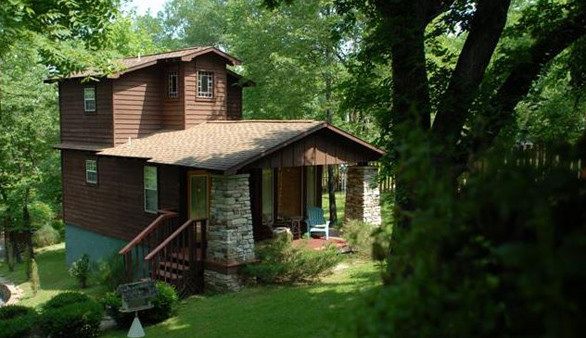 bed rentals front for lucerne cedar house eureka furniture in arkansas cabin cabins rent treehouse with lake allrentals patio springs queen