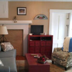 Guest-sitting-room-at-Monadnock-NH-Inn-for-sale