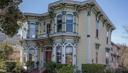 Ashland Oregon inn for sale