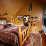 10Aspen-Cottage-4-King-log-bed-1