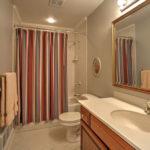 29James-River-Rd-Scottsville-Upstairs-Bathroom