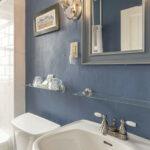 Bathroom-at-NH-inn-for-sale