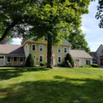 Exterior-of-New-Hampshire-inn-for-sale-summer