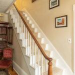 Foyer-at-NH-inn-for-sale
