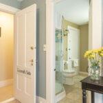 Guest-bath-at-NH-inn-for-sale