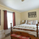 Guest-room-suite-at-NH-inn-for-sale