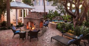 Photo of courtyard at Florida hotel for sale